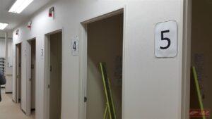 ห้องอาบน้ำจะมีให้บริการทั้งหมด 5 ห้องครับ สะอาดและน่าใช้มากๆครับ