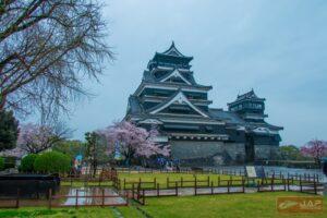 บรรยากาศปราสาทคุมาโมโตะหลังฝนตก