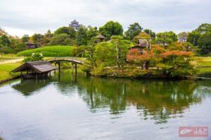 สามารถมองเห็นปราสาทโอคายาม่าได้จากสวนนี้